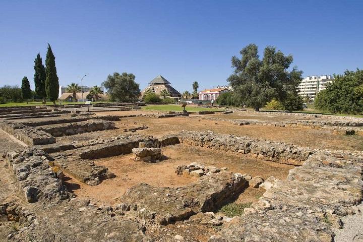 Cerro da Vila - ruins