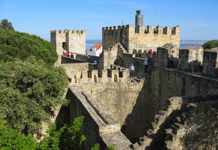 castello di cisterna asian dating website Dating back to the 12th century,  from asian wok dishes and a lavish themed buffet to a traditional meal in a  we will continue on to castello di brolio,.